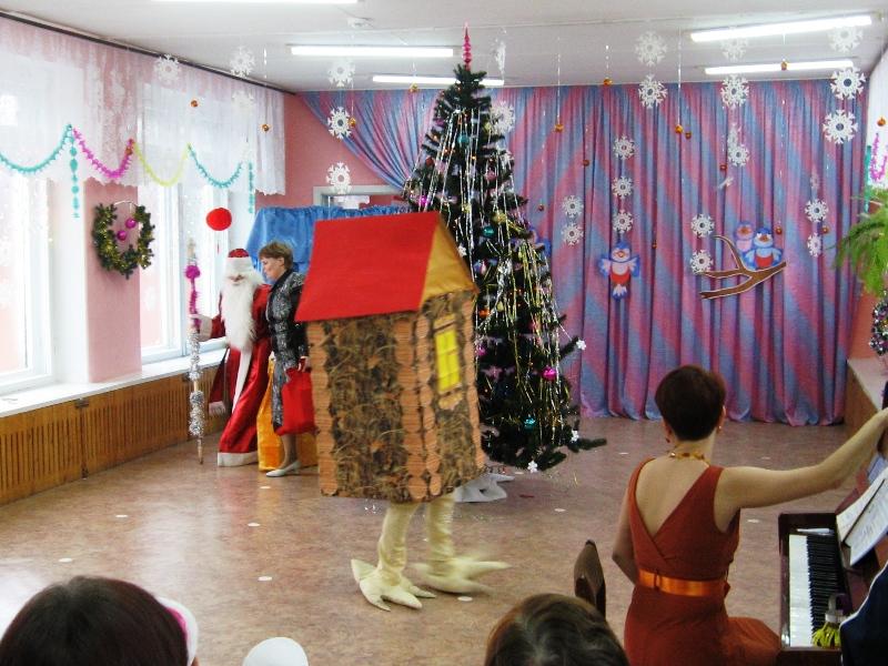 Новогодний костюм ИЗБУШКА. Эскиз, описание
